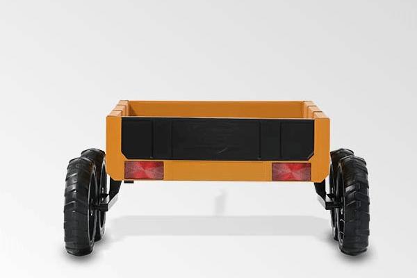 נגרר למכונית פדלים מדגם טרקטור בצבע חום בהיר