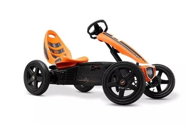 מכונית פדלים חשמלית בצבע כתום ושחור