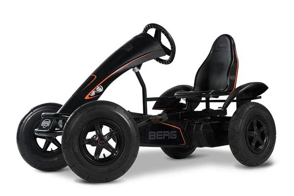 מכונית פדלים חשמלית שחורה דגם ברג אי שחור