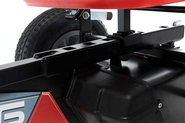 מנגנון כוונון מושב של מכונית פדלים אדומה