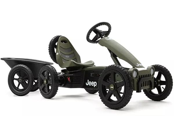 מכונית פדלים מדגם ברג ג'יפ עם נגרר